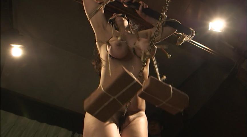 三段腹、垂れ乳のだらしない熟女の全裸調教03