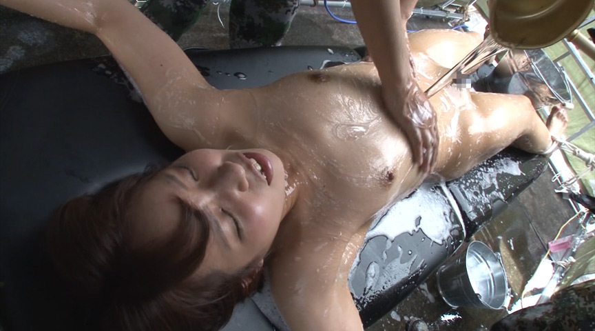 強制シャワー 恥辱の洗体プレイに泣き叫ぶ女囚 の画像10