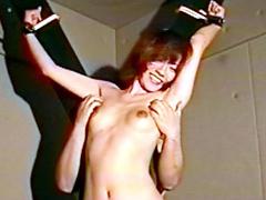 女スパイ拷問 くすぐり笑いの刑70