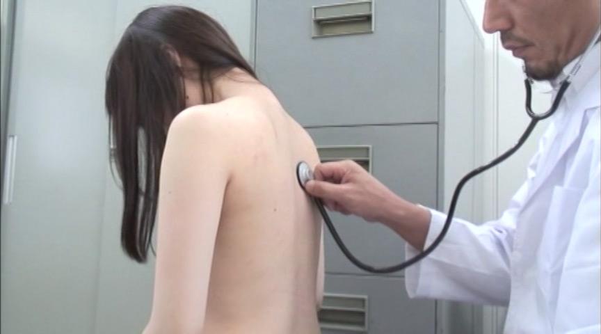 あどけなさの残る少●に陰部を露出するなりすまし医療従事者盗撮5 6枚目
