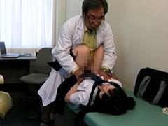 あどけなさの残る少●に陰部を露出するなりすまし医療従事者盗撮5