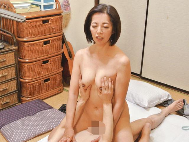 夫と喧嘩して息子のアパートにきた小田原の母 筒美かえで