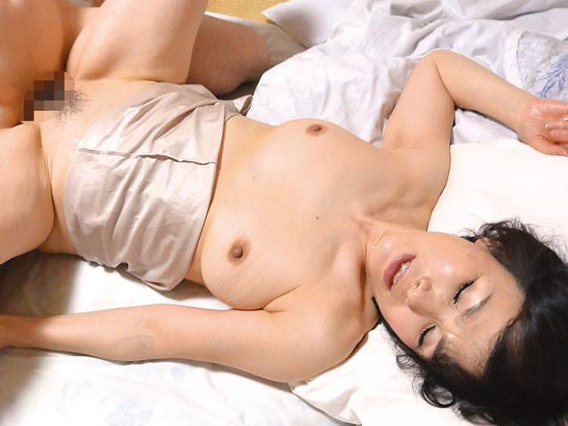 上京した嫁の母とAV鑑賞したら… 内原美智子 60歳