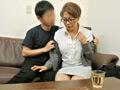 声の出せない状況で、生徒の親に犯された熟女教師