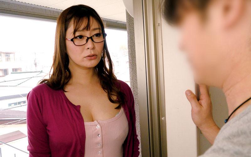 デカ尻巨乳な奥さん、大家さんに相談したら…葵百合香【サムネイム01】