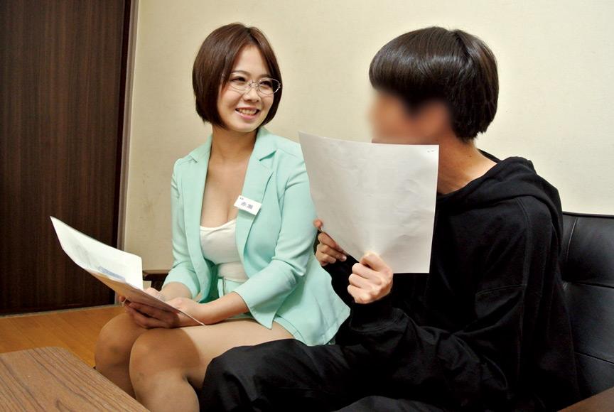 枕営業で契約をGETするデカパイ営業レディ 赤瀬尚子 画像 1