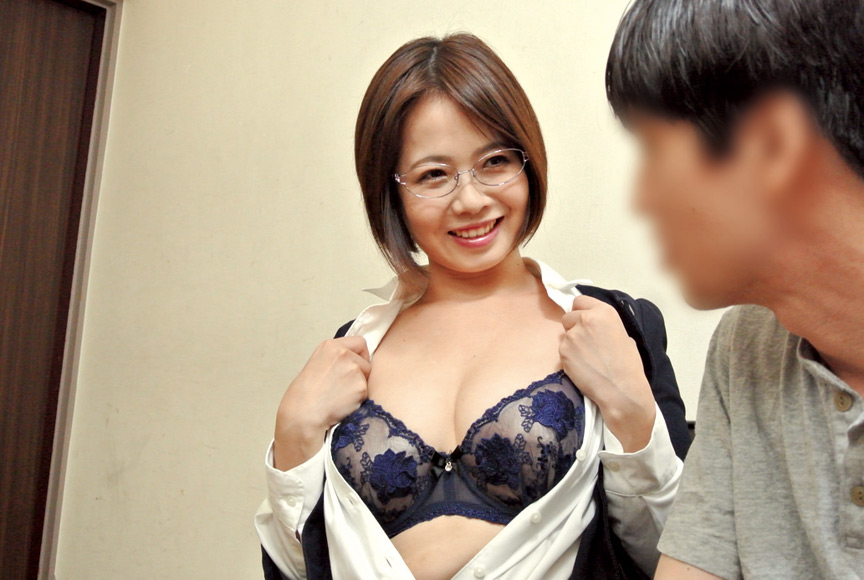 枕営業で契約をGETするデカパイ営業レディ 赤瀬尚子 画像 2