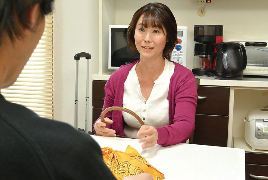 神戸から上京した嫁の母が…関西の巨尻義母 京野美沙 画像 1