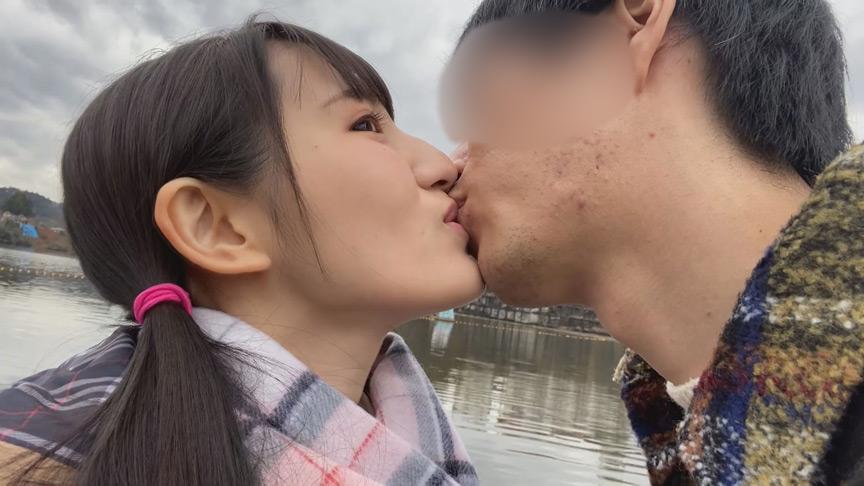 接吻露出 所構わず自撮りでわいせつ発情デート 画像 4