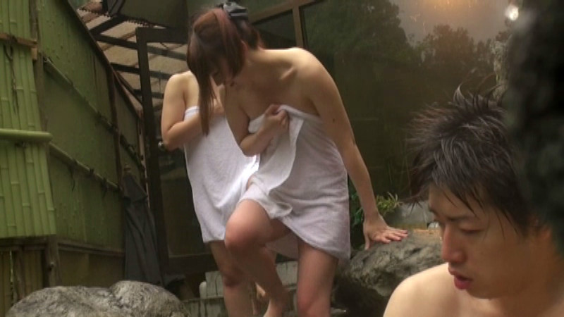 巨乳女たちでギュウギュウの混浴に男性客はボク一人