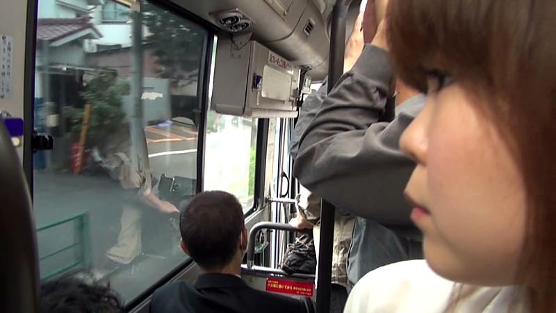 満員バスで浣腸、下半身はチ○ポ挿入を拒めない 画像 1
