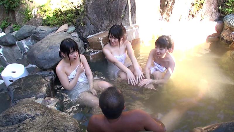 混浴露天風呂でウブな三姉妹と一緒になったのでのサンプル画像