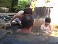 混浴露天風呂でウブな三姉妹と一緒になったのでサムネイル6
