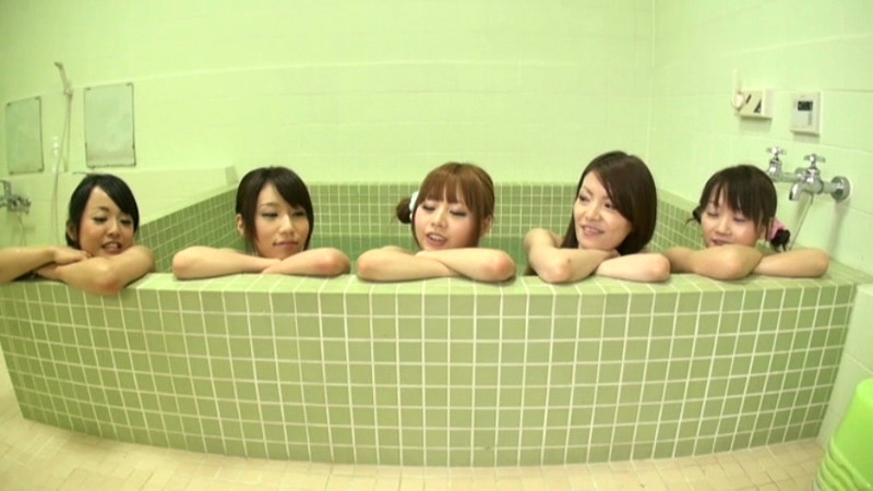 女子寮風呂 突撃したら優しくされた僕のサンプル画像