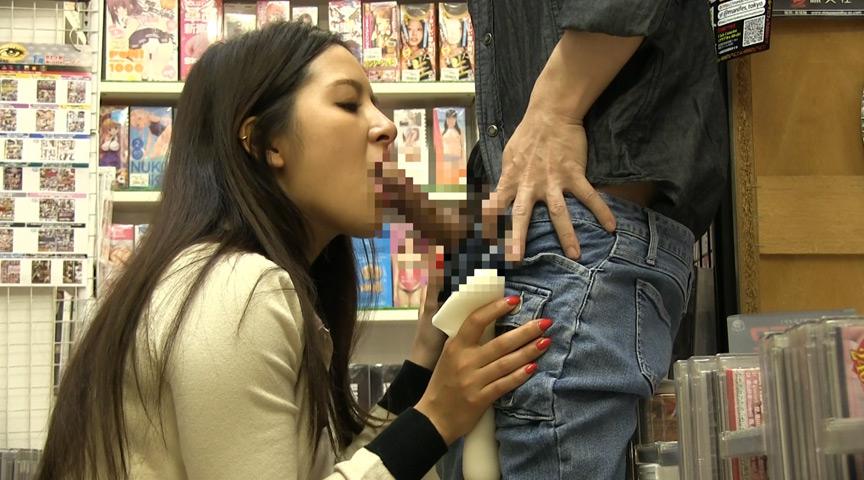アダルトビデオショップに間違えて入ってきたお姉さんと狭い店内で2人っきりドキドキ視線にフル勃起状態です2 プリ尻がチ○コに当たってくるのでもうアカン!店員や他の客にバレないようにその場で挿入しちゃった。 の画像17