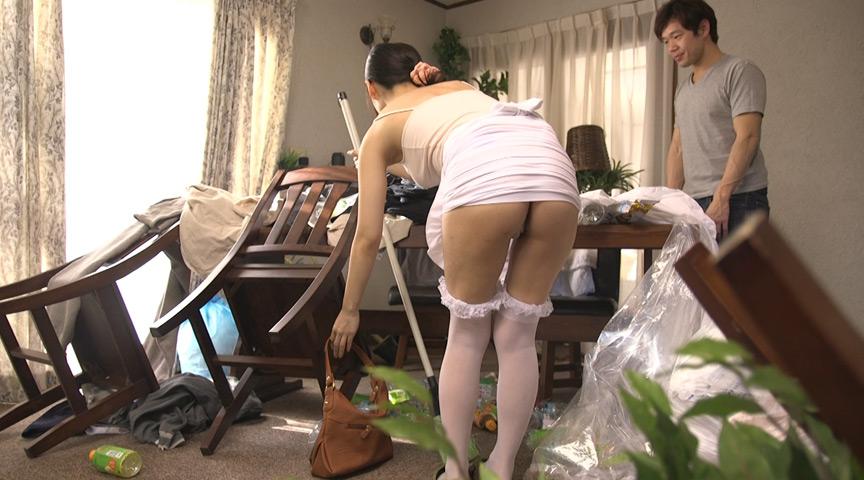 半尻タイトスカートで我が家にやってきたTバック家政婦