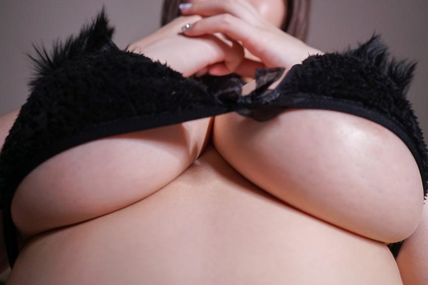 巨乳なうえにノーブラだから下乳ぷるぷるが気になる 画像 2