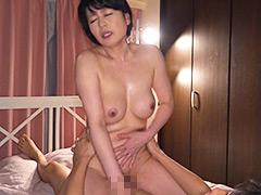 性欲の強い息子にめろめろにされた義母 三浦恵理子