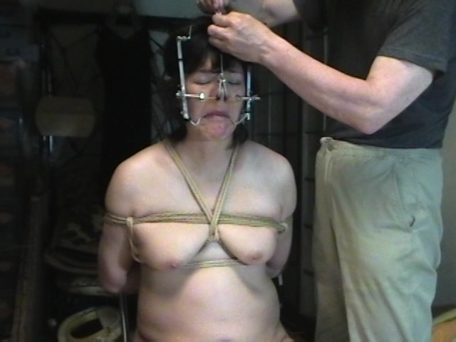 一意専心M女という容 超ハードM女4人開鼻責め調教のサンプル画像