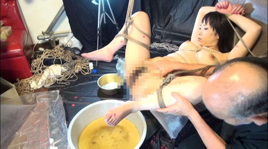 艶女悦虐 顔枷浣腸 の画像1