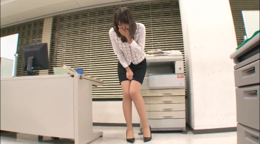 美脚ストッキングのOLとオフィスで過ごすエッチな一日 画像 1