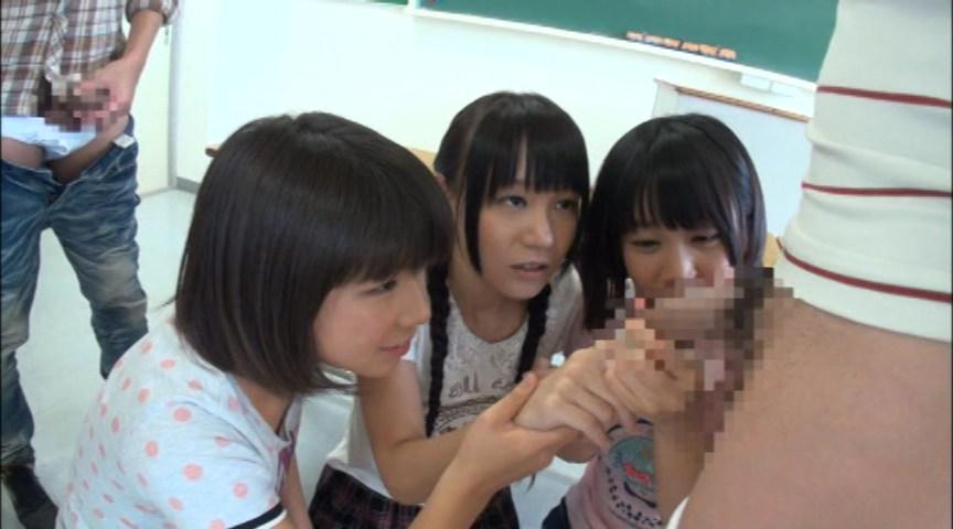 日焼け跡が残る小○生と夏休み校内乱交