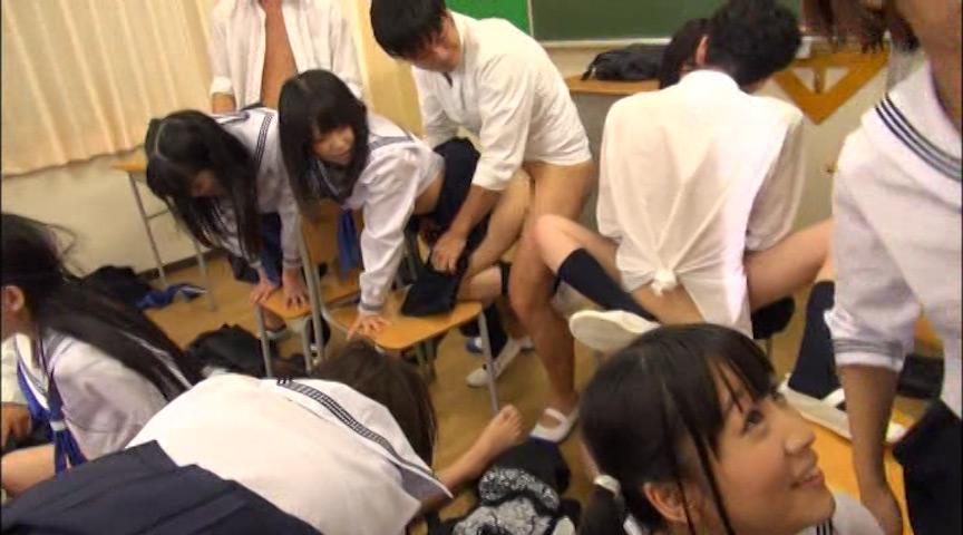 女子校生スクール中出し乱交 教室で乱交した思い出