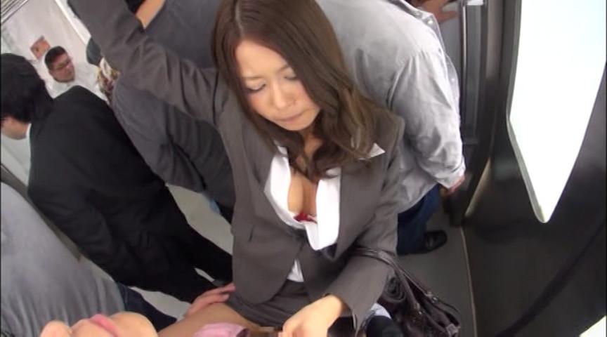 満員電車でハメたがる発情痴女