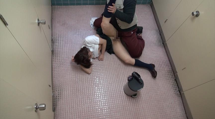 女子校生トイレこじ開けレイプ