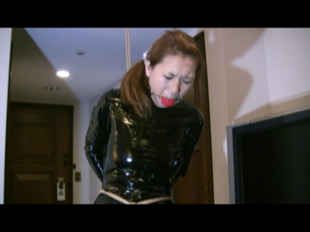 東京緊縛隷嬢 受難のエナメルキャットスーツ の画像4