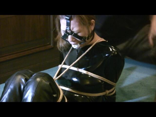 東京緊縛隷嬢 受難のエナメルキャットスーツ の画像1