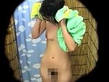 海の家の更衣室に仕掛けた隠しカメラ 夏女の裸体を盗撮