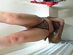 【盗撮動画】ランジェリー試着室【床下カメラ】7001-0803
