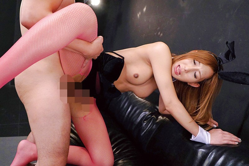奄美まなが4つのコスプレで痴女責め爆射精SEX 画像 9