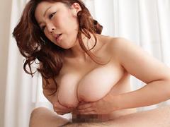 ぶるる~ん揺れる高級爆乳 素人マダム 山崎久美子