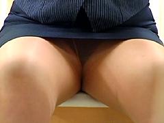 熟女オフィスレディー 三角パンチラ盗撮