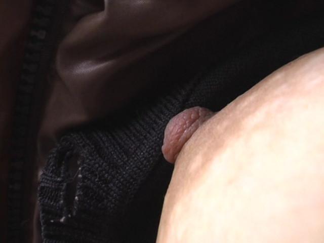 日常的熟女胸チラ盗撮1のサンプル画像