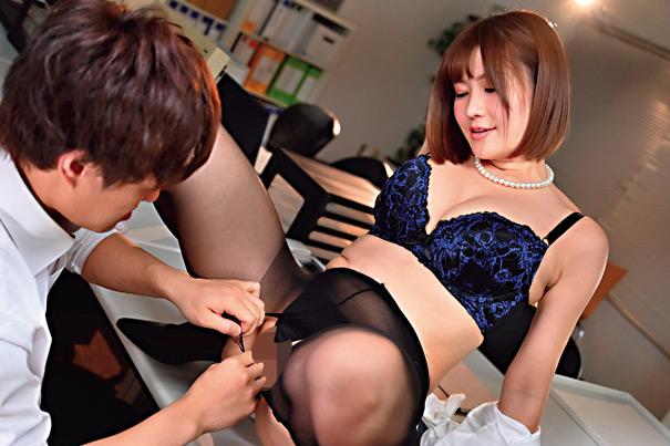 職場の若い男を誘惑し喰い散らかすド淫乱の美巨乳社長妻 画像 7