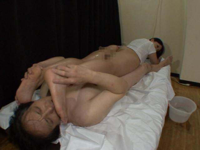 魅惑の使用済みパンストセールスレディ 坂本理沙 画像 18