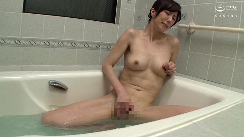 父が出かけて2秒でセックスする母と息子 澤村レイコ