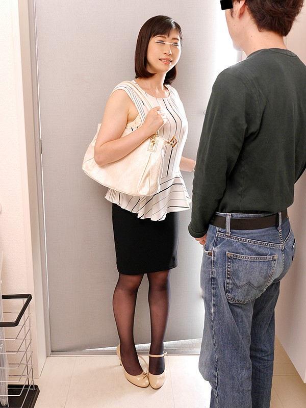 高級人妻デリヘルを呼んだら昔憧れていたマドンナが05 画像 11