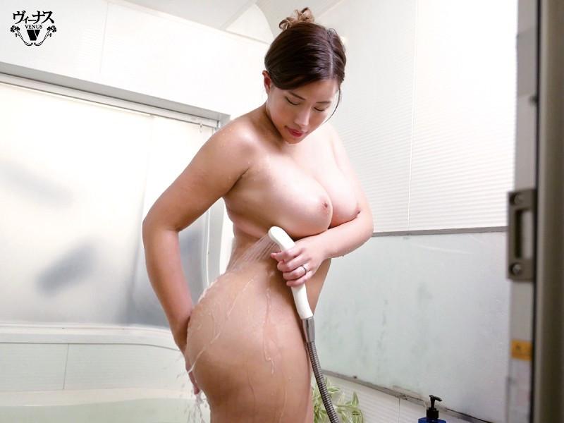 超タイプの巨乳義母と入浴セックス 永井マリア 画像1