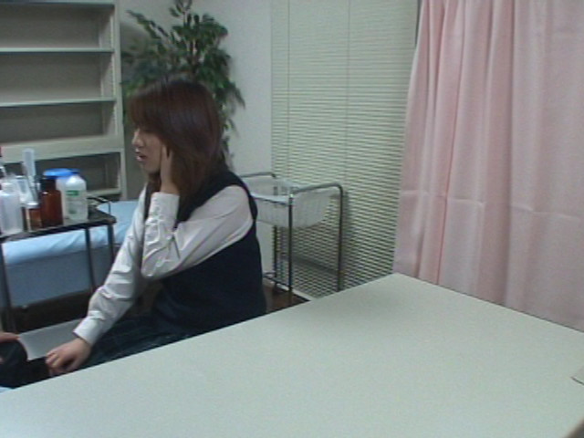 盗撮セクハラ診療 女子校生は医師のチ●ポを離さないのサンプル画像