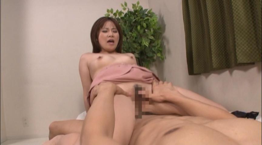 美人妻ナンパ 清楚な専業主婦が精子注入で本気イキ 画像 2