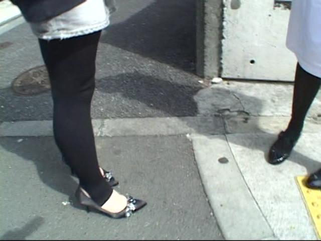 熟女マッサージ師がぬるぬるオイルでレズナンパ!!のサンプル画像