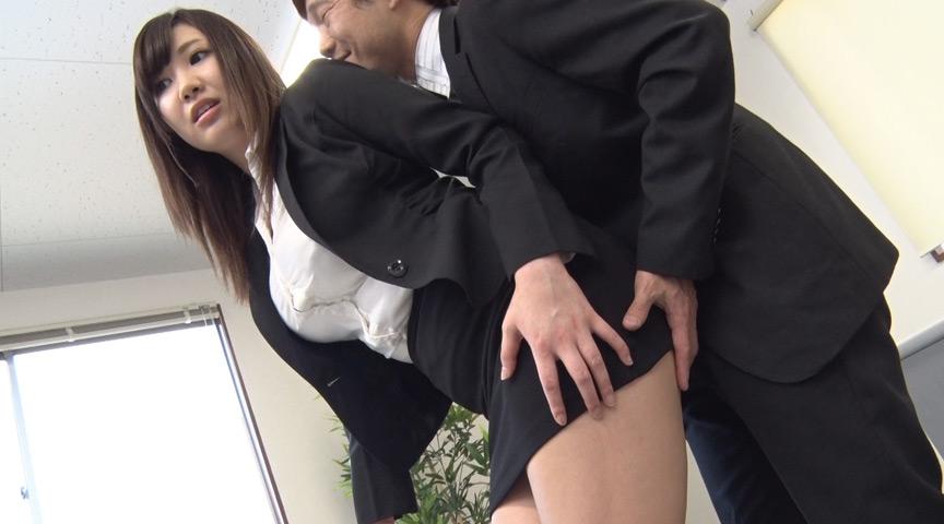 就職活動女性のタイトスカート越しのデカ尻に釘漬け! 画像 1