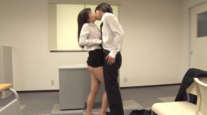 就職活動女性のタイトスカート越しのデカ尻に釘漬け! 画像 12
