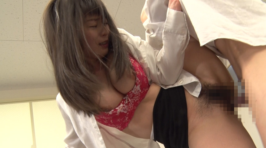 就職活動女性のタイトスカート越しのデカ尻に釘漬け! 画像 14
