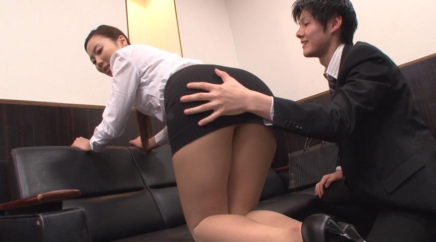 就職活動女性のタイトスカート越しのデカ尻に釘漬け! 画像 16