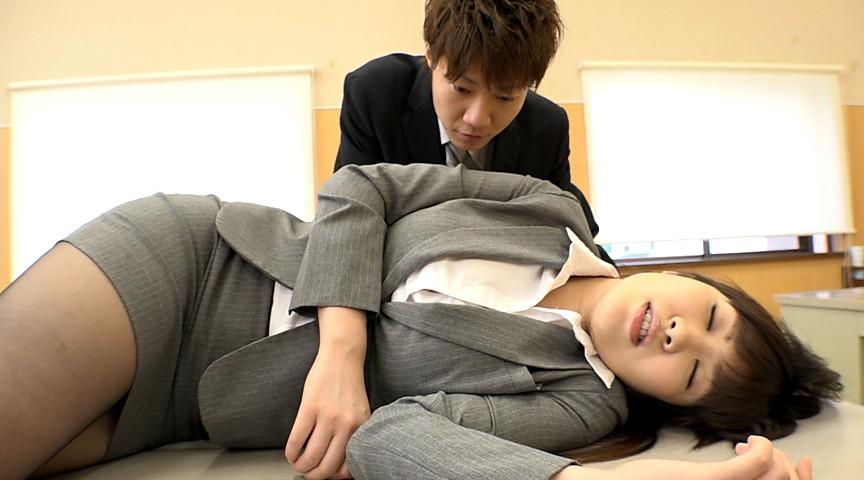 黒パンストを履いた同僚に睡眠薬を飲ませて中出し! 画像 7